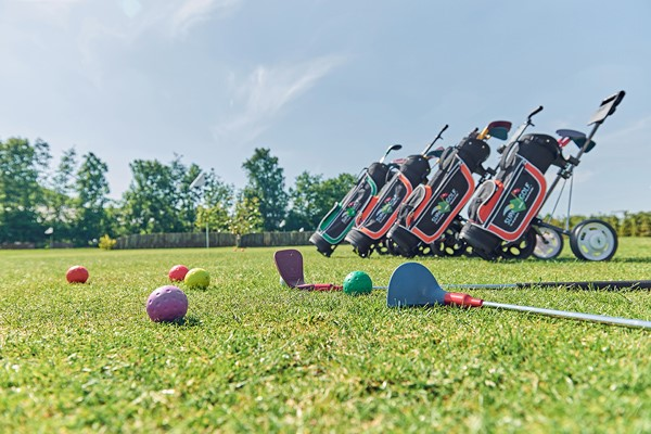 SupaGolf - golf activity for children and adults arrangement with barbecue